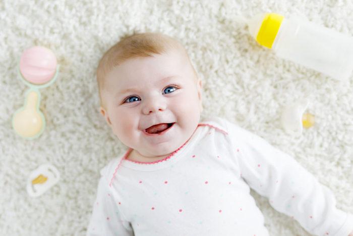baby girl formula feeding