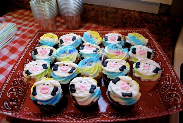 barnyard animal baby shower cupcake