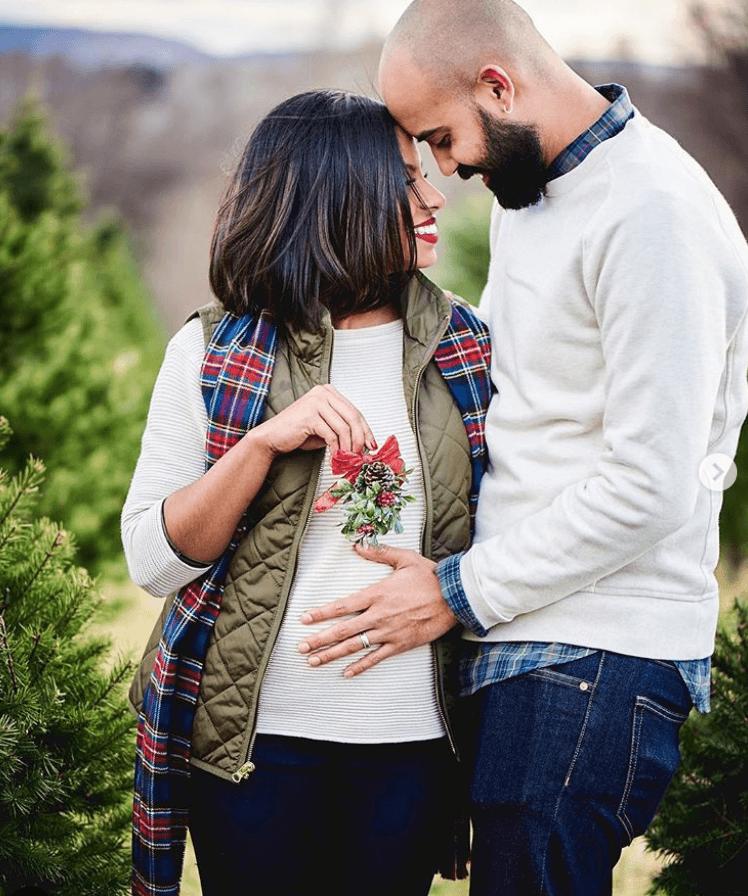 Christmas pregnancy announcement mistletoe