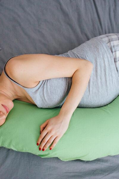 pregnancy hacks - pregnancy pillow