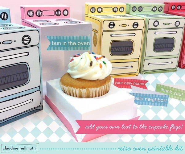 cupcake and cute box to announce pregnancy to family