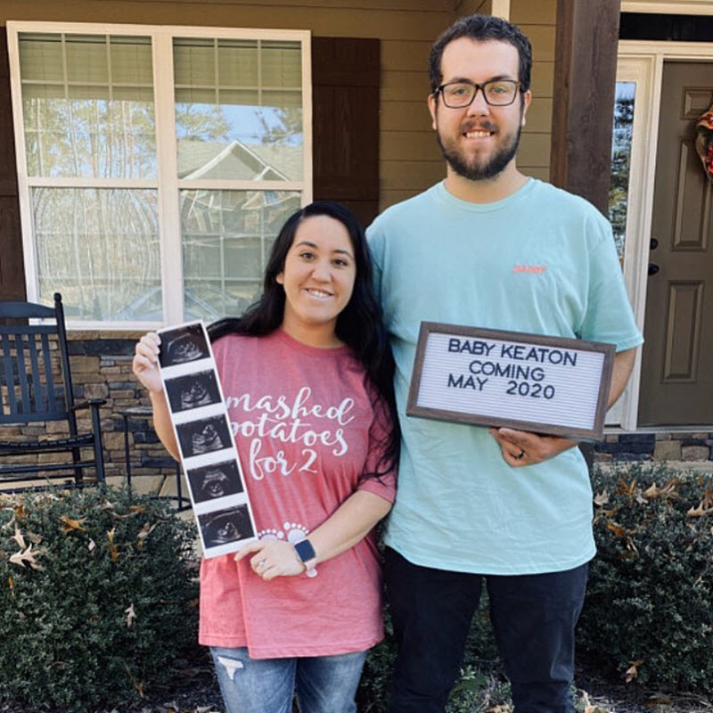 couple announcing pregnancy on Thanskgiving