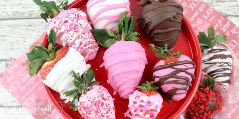 gender reveal food idea - pink decorated chocolate dipped strawberries