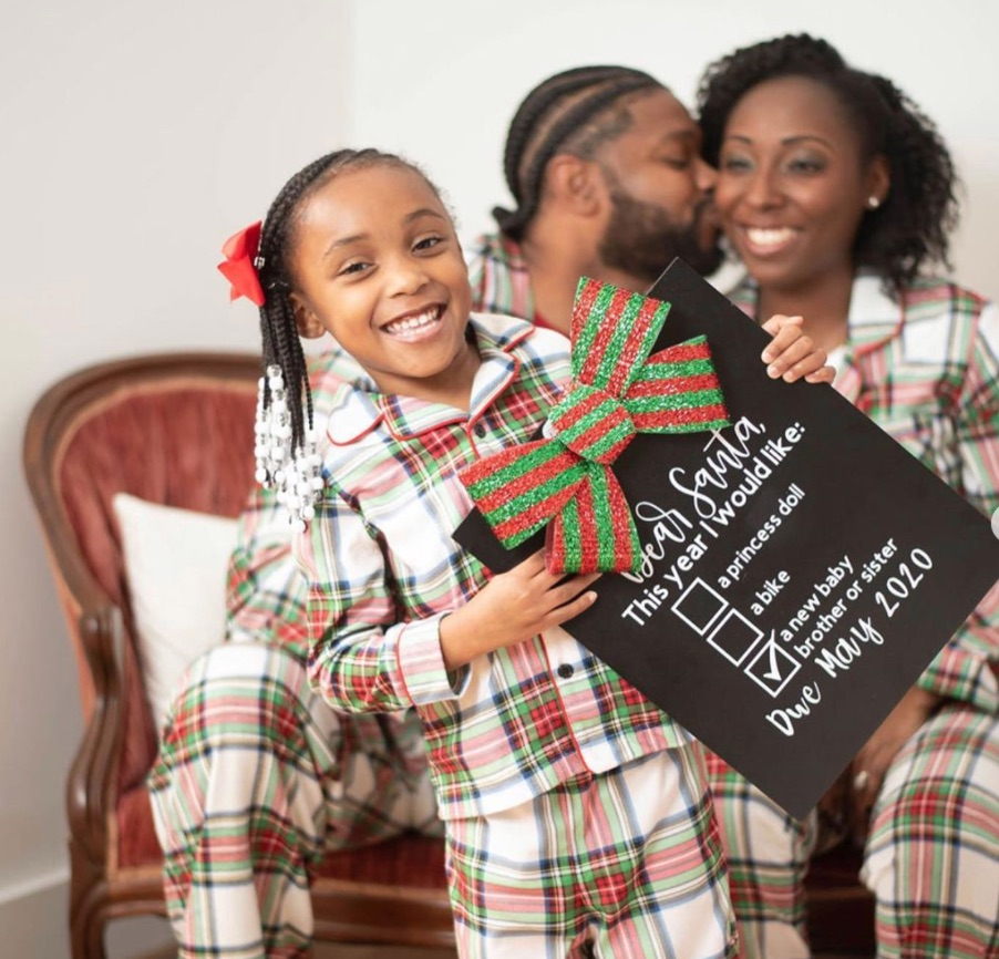 Christmas pregnancy announcement with family