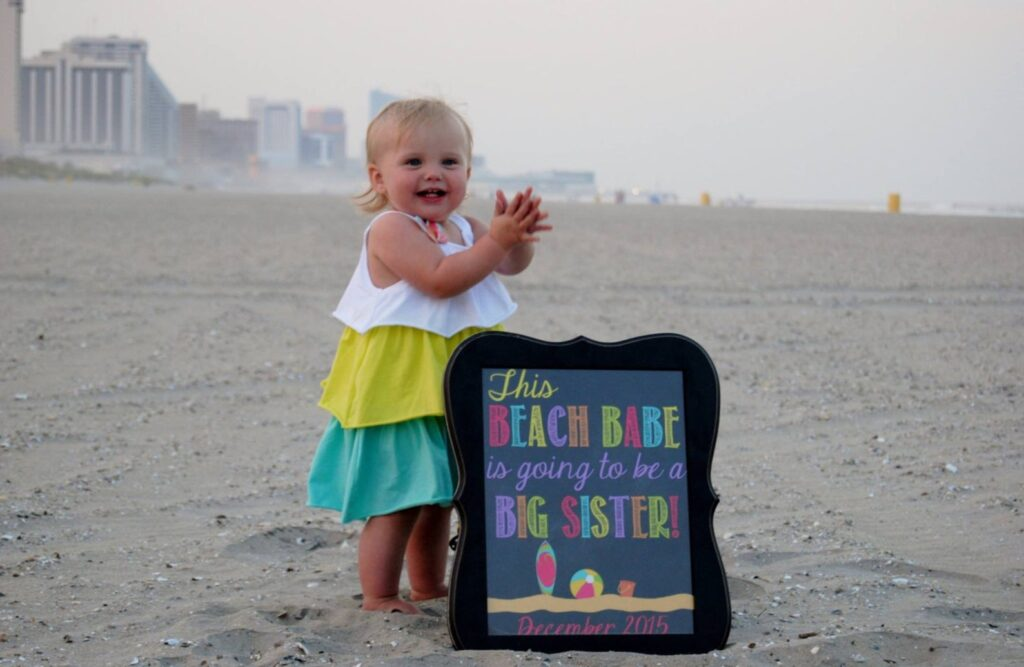 beach pregnancy announcement with little girl