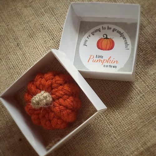 pregnancy announcement to parents pumpkin